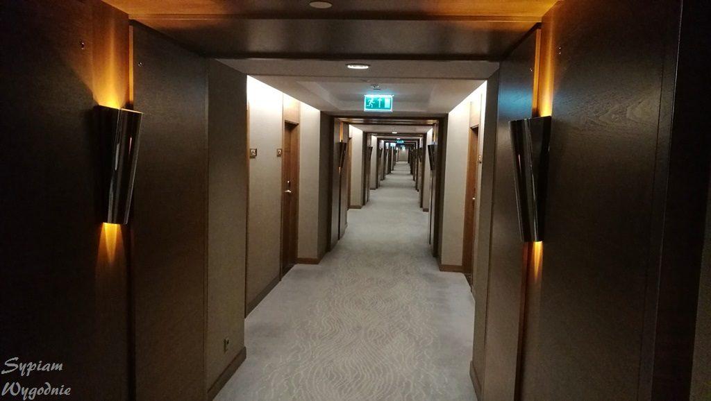 DoubleTree by Hilton Warsaw - korytarz hotelowy