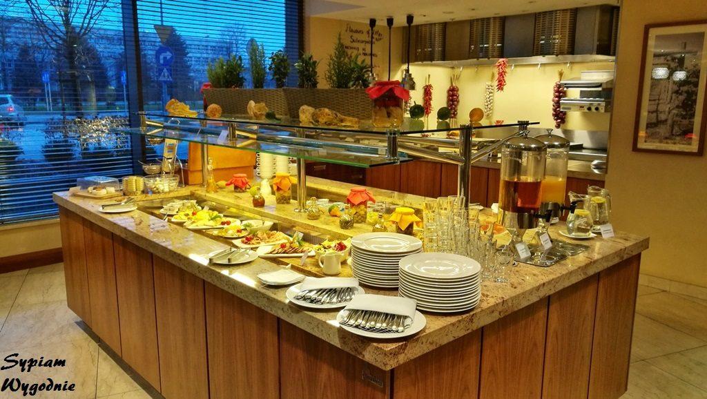 Hilton Garden Inn Rzeszów - bufet śniadaniowy