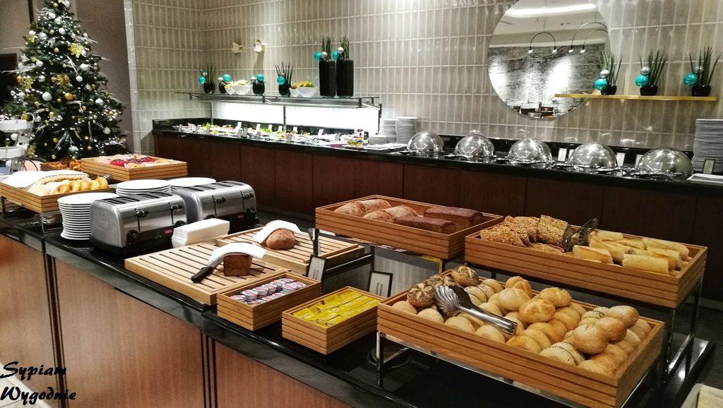Hilton Gdańsk - bufet śniadaniowy