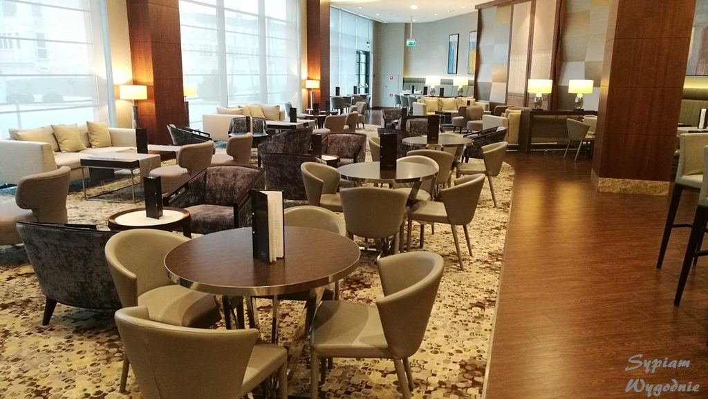 DoubleTree by Hilton Warsaw - bar
