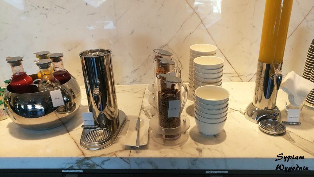 Hilton Amsterdam Airport Schiphol - executive lounge - śniadanie