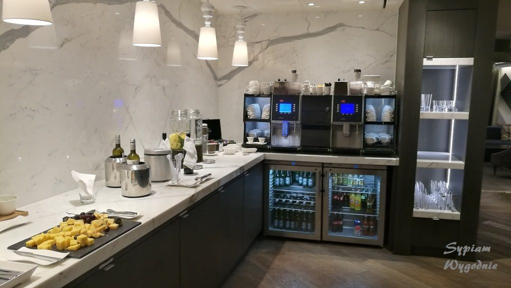 Hilton Amsterdam Airport Schiphol - executive lounge - wieczór