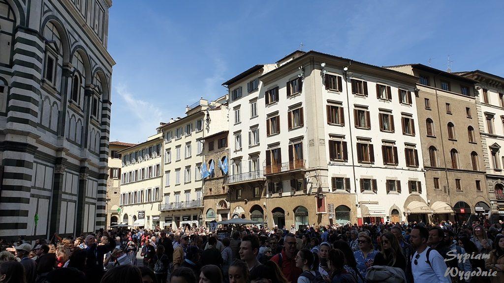Florencja - zwiedzanie - tłumy przy Katedrze