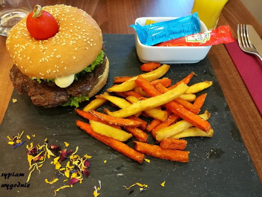 Hampton by Hilton Świnoujście - burger