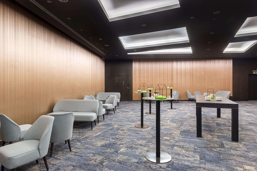 Foyer konferencyjne Vienna House Andel's Cracow również zyskało nowy wygląd. Tapeta 3D strukturą przypomina muszle. © Vienna House