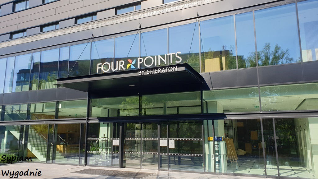 wejście do Four Points by Sheraton